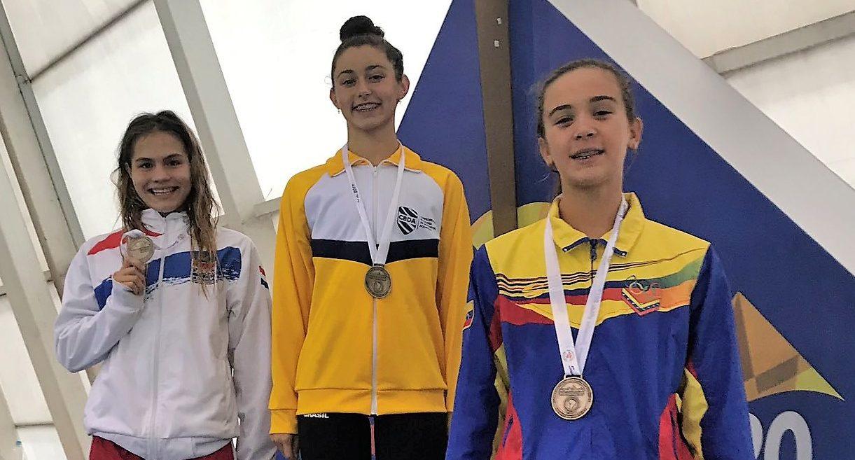Maria Yegres medalla de bronce 50 mariposa sudamericano juvenil Chile 2019